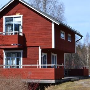 gammalt rött hus
